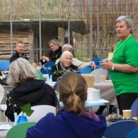 """Ved indvielsesfest for """"Brumbasser, Børn og Bedster""""-projekt i DN Odder, Økologiens Have i Odder, 2. april 2016"""
